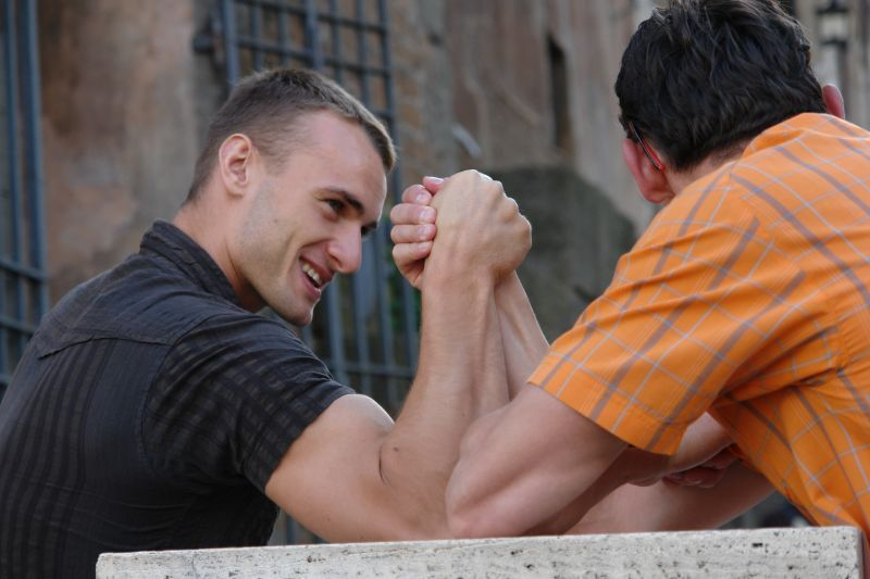 guys arm wrestling